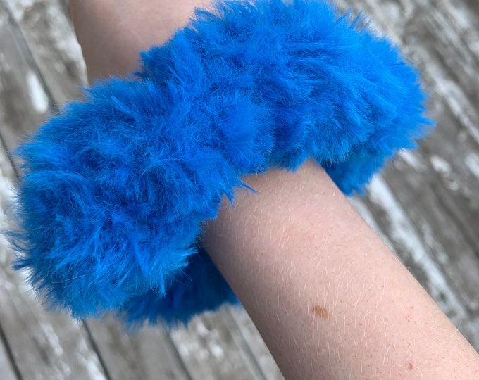 Fun faux fur crochet Scrunchies-Neon blue-more fluffy
