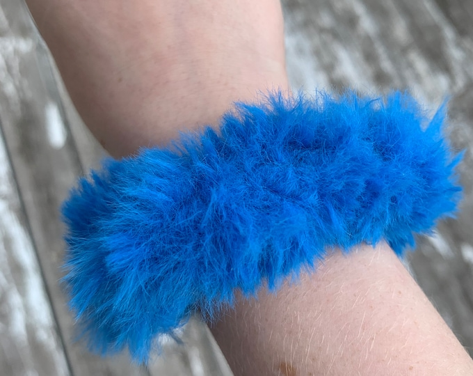 Fun faux fur crochet scrunchies-neon blue-less fluffy