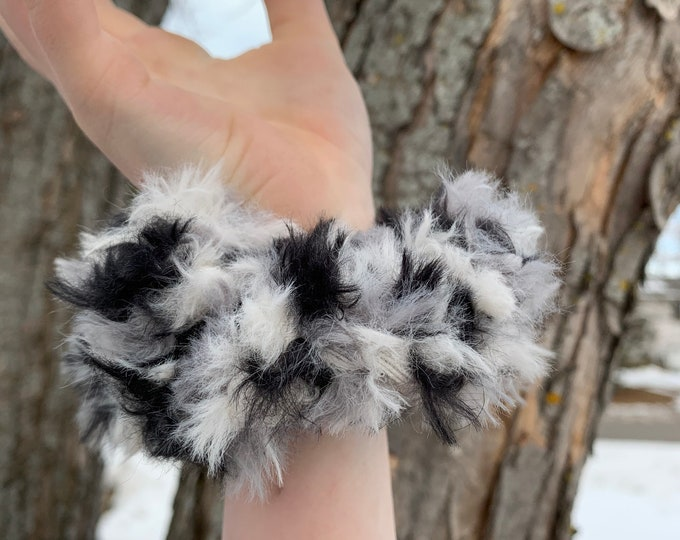 Crochet faux fur crochet scrunchies-zebra