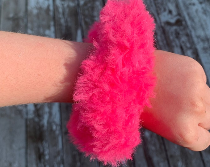 Fun faux fur crochet scrunchies-neon pink!