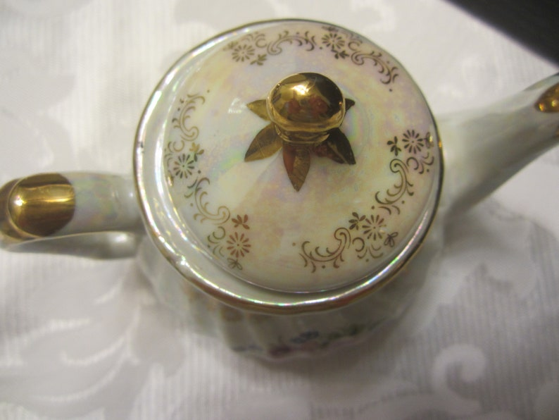 Teapot  Porcelain Lustreware Made in China Nantucket Holds One Cup