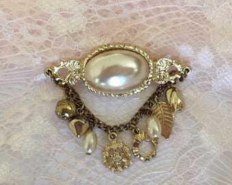 Vintage Pearl Brooch / Pearl Coat Pin / Pearl Scarf Pin / Gold Brooch / Gold Coat Pin / Gold Scarf Pin / Pearl Jewelry / FREE SHIPPING
