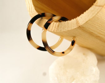 CLASSIC Hoops S Light tortoise - Cellulose acetate jewelry - Gold plated - Earrings