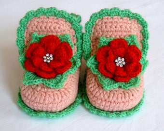 3df33b546724a Baby booties girls Flower shoes violet color Crochet booties   Etsy