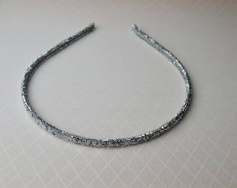 A silver color headband to match any outfit  Minimalists Headband Gorgeous Headband