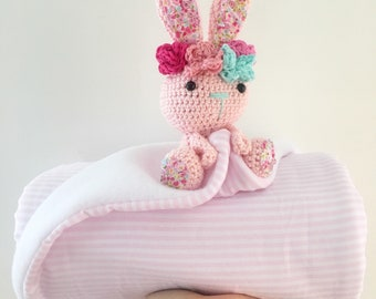 Baby blanket with crochet animal