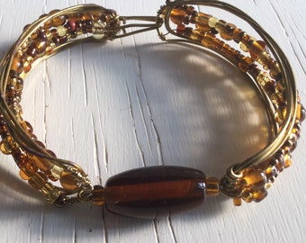 Brown bracelet of brass wire and glass bead