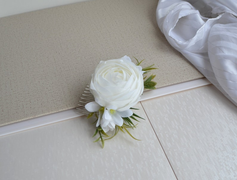 White Flower comb Peony Bridesmaid Hair comb flowers Wedding Floral comb Girl Hair clip Flower accessories Bridal Hairpiece Peony