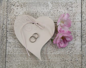 "Heart ring dish ""Small vine"" slogan"