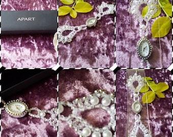 """Armbanduhr """"Modell Helene"""" handgefertigt  aus Perlen und ein Schmucketui gratis"""