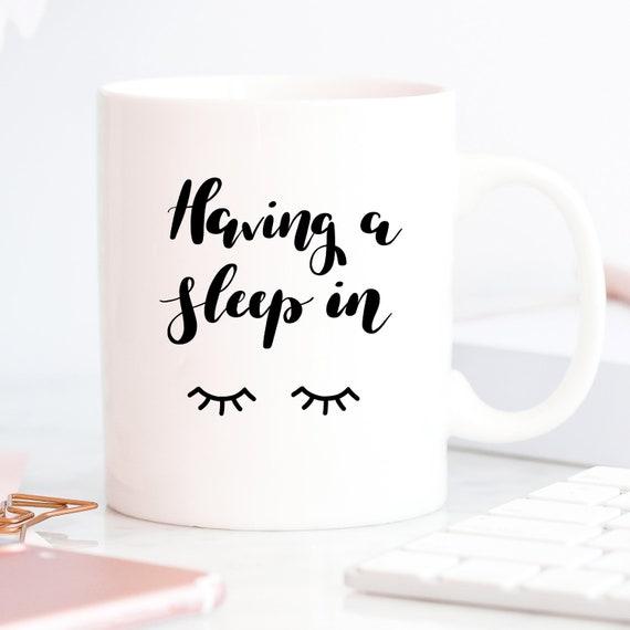 Gift Coffee Girlie GirlsBeauty In Makeup Salon Sleep Lettered Having Decor Hand A For Mascara Eyelash MugLashes HEY9DIW2