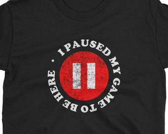 bfd13e59 I paused my game to be here shirt funny gamers tshirt Short-Sleeve Unisex T- Shirt