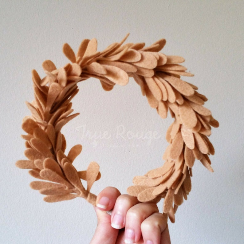 Photo Prop Cozy Felt Leaf Crown for Fall/Winter Outfit Ideal image 0