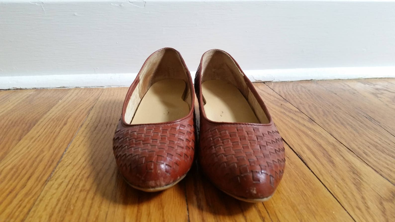 huaraches woven leather flats leather slip on vintage flats leather ballet flats 1980s brown woven kitten heel women's 7 1/2