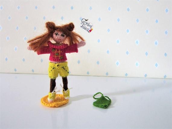 Amigurumi crochet doll pattern: Gloria with realistic bottom | 428x570