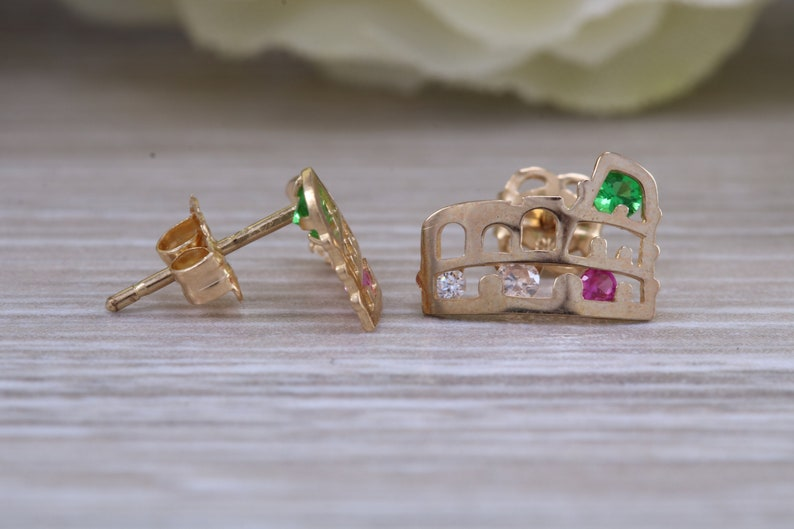 Perfect for all age groups Rome Colosseum stud earrings very light weight and comfortable to wear solid 9ct gold