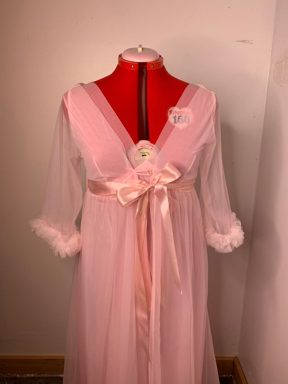 1960s Pink Sears Burlesque Peignoir Lingerie Set!