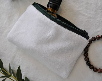 Soft white pouch / / treasure pouch / / green zipper / / minimalist / / lined / / Spring collection