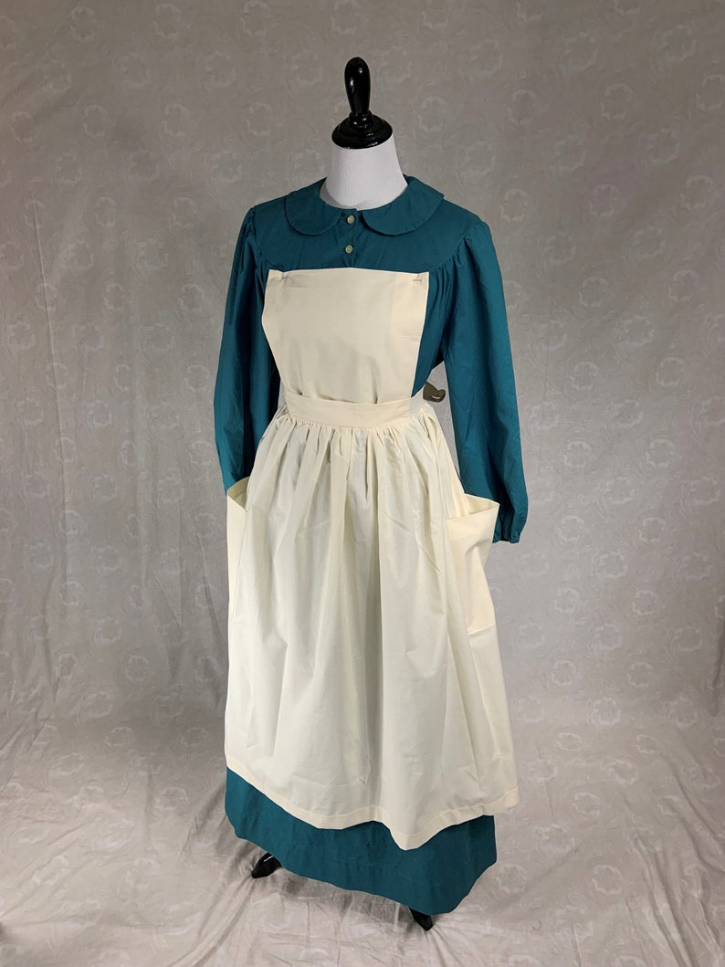 Vintage Aprons, Retro Aprons, Old Fashioned Aprons & Patterns Bib Pinner Apron with pockets in Muslin Ready to Ship for Pioneer Trek Civil War Gardening Housework Theater Reenactment Costume $27.00 AT vintagedancer.com