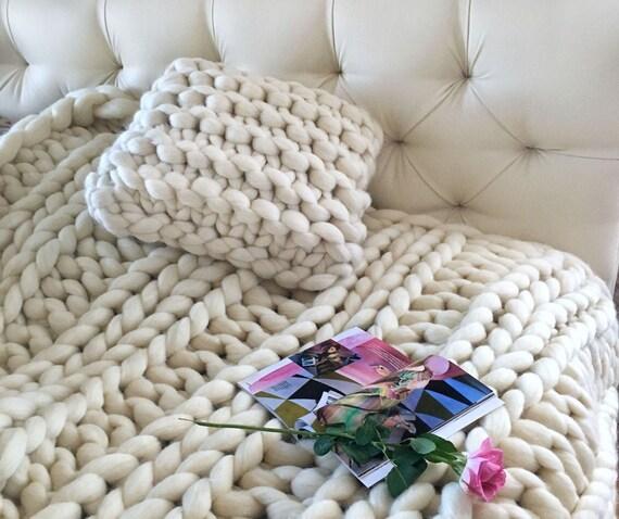klobige decke gro e decke riesen gestrickt. Black Bedroom Furniture Sets. Home Design Ideas