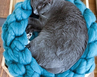 Cozy bed for Your pet.Soft fluffy basket for dogs and cats. Nests for the cat. Made of Merino wool. All sizes and colors
