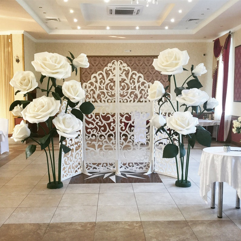 Fotozone. Giant paper flowers Large paper flowers for wedding decoration Large paper flowers Paper flowers on the stem Paper rose