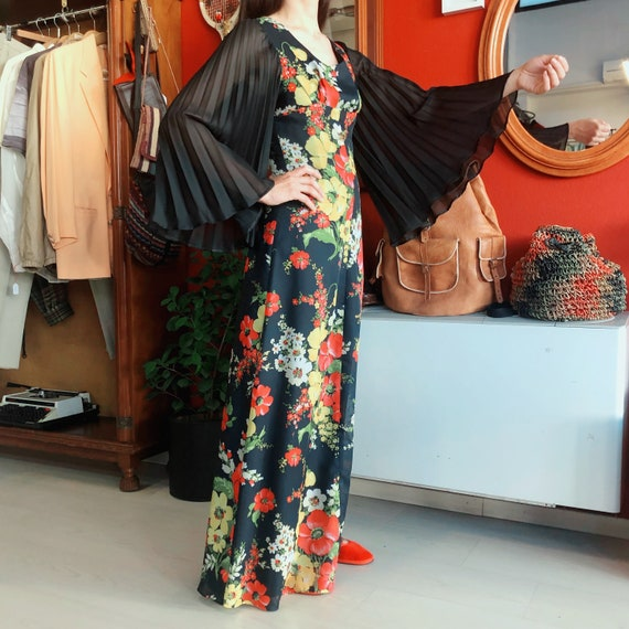 1970's bell sleeves floral pattern maxi dress