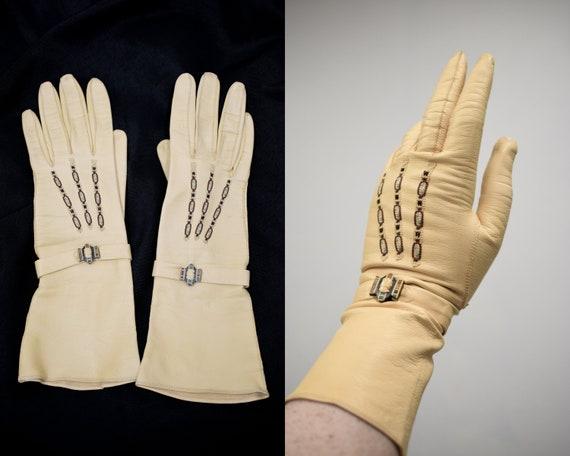 1950s Embroidered Cream Driving Gloves // Vintage