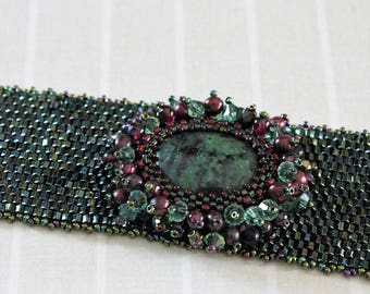 Swarovski crystals and pearls. Peyote beaded bracelet. Zoisite cabochon.
