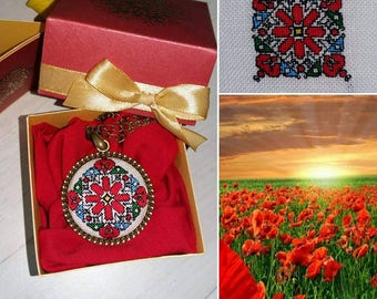 Embroidered necklace 30 mm diameter. Embroidered jewelry.