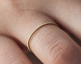 The simple - Golden guitar string ring