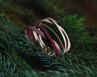 Plum - Guitar string bracelet, leather and suede