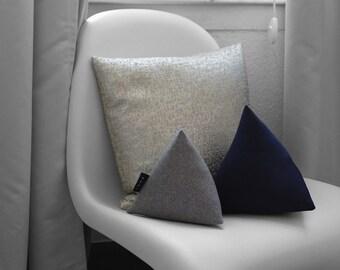 Pyramid pillows grey