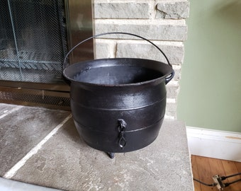 Antique Cauldron Cast Iron Kettle - Mid 1800's Gypsy Pot with Gate Marks
