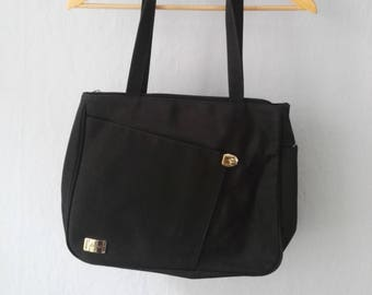 0fd5f9b05505d Schwarze 90er Handtasche schwarz minimalistisch elegant schlicht Splendid  business asymmetrisch