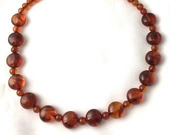 Honey-coloured bakelite pearl necklace in amber 133gr