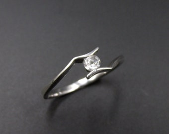 Ring with minimal clean style, solitary silver 925 set with a round zirconium oxide Size 54.5
