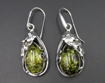 Dangling earrings in floral style green amber drops
