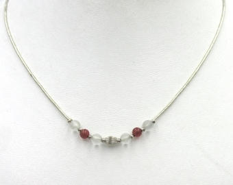 Nice little neck necklace for woman or girl in silver beads and satin glass and red color