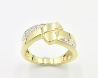 Fancy women's ring in yellow and white gold plated, cross pattern and set with white zirconium oxides size 50