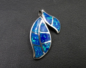 925 silver plant-shaped pendant with opalescent blue encrustation décor