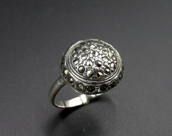 Ancient dome ring, art deco, French origin in solid silver set with marcassites