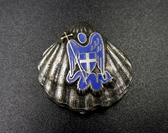 Former Chobillon Paris brooch in silver metal, Saint Jaques Saint michel shell enamelled in blue