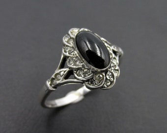 Vintage old style ring for women made of 925 silver , cabochon imitation onyx and white rhinestones size 57