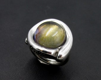 Massive Ciclon brand ring in silver plated and set with a large cabochon labradorite size 56 1/2