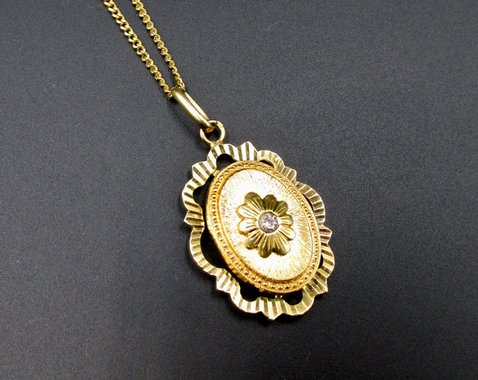 Featured listing image: Vintage pendant forms Victorian-style medallion in GL gold-plated and laminated gold-plated chain