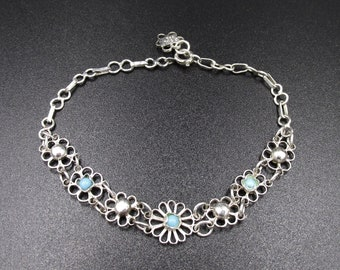 Nice little bracelet with spring decor made in Silver 925 in the taste of the watermark forming flowers in the Center turquoise
