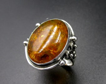 Women's boho ring, vintage silver 925 set with a large oval amber cabochon decorated size 54