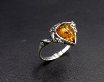 925 silver boho style ring set with an amber cabochon and decorated on the theme of the vine size 56 1/2
