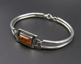 Vintage semi-rigid bracelet for modernist women, Scandinavian style hollow tubes and 925 silver amber rectangle